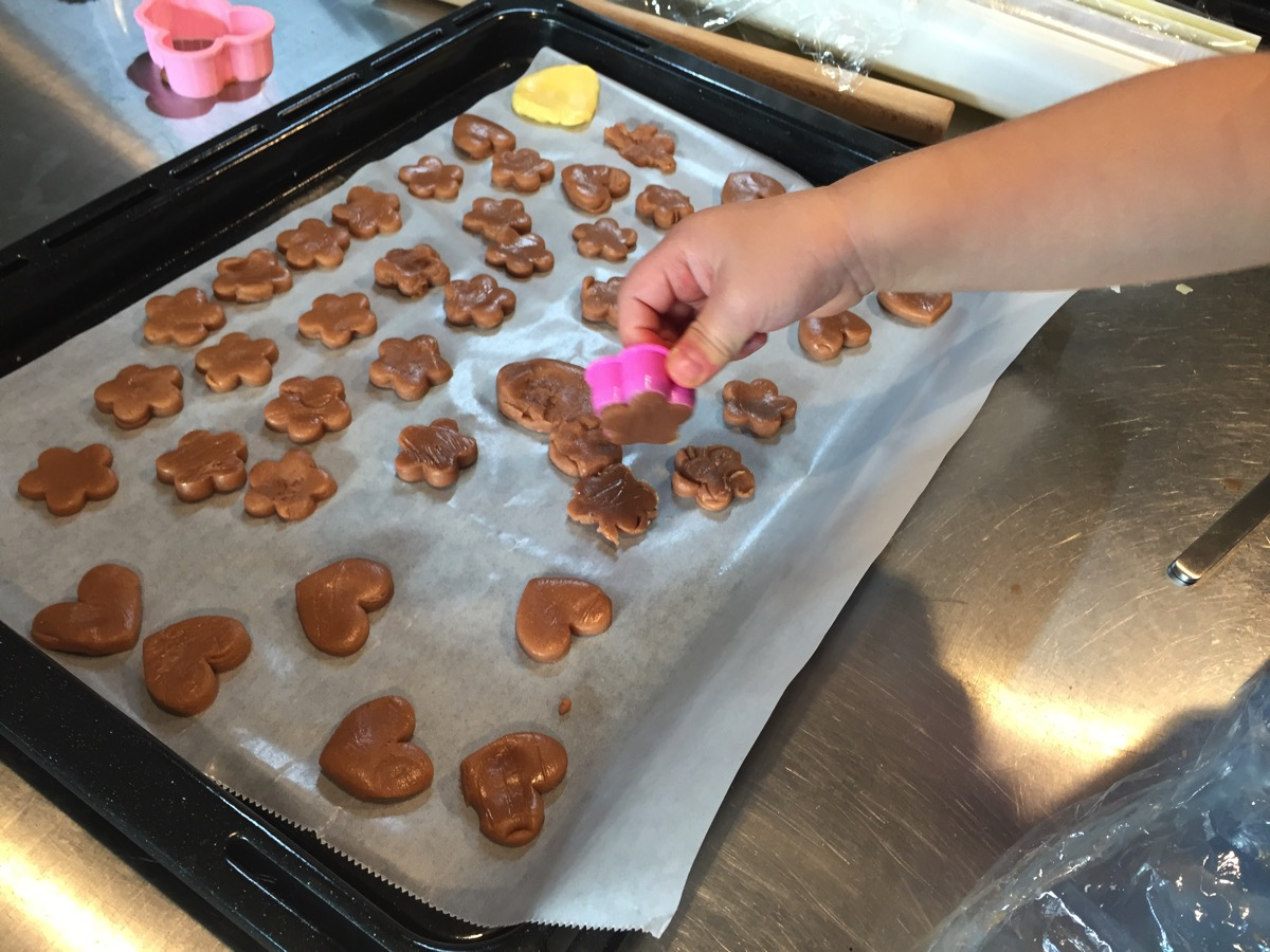 娘と一緒にクッキー作り