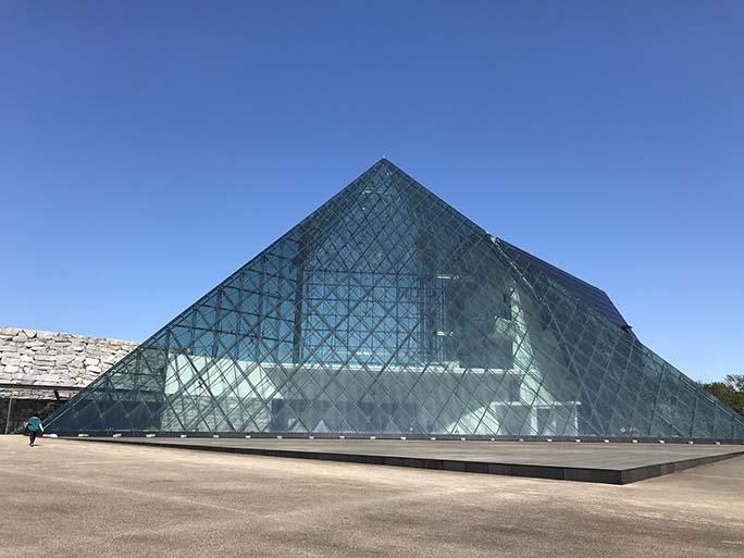 【有名建築巡り】vol.1「モエレ沼公園 ガラスのピラミッド」