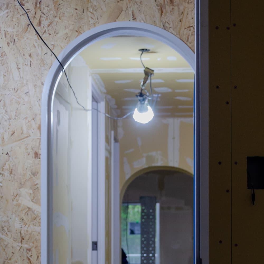 マンションの一室をスケルトンに解体し、自由に暮らしを作るリノベーション。